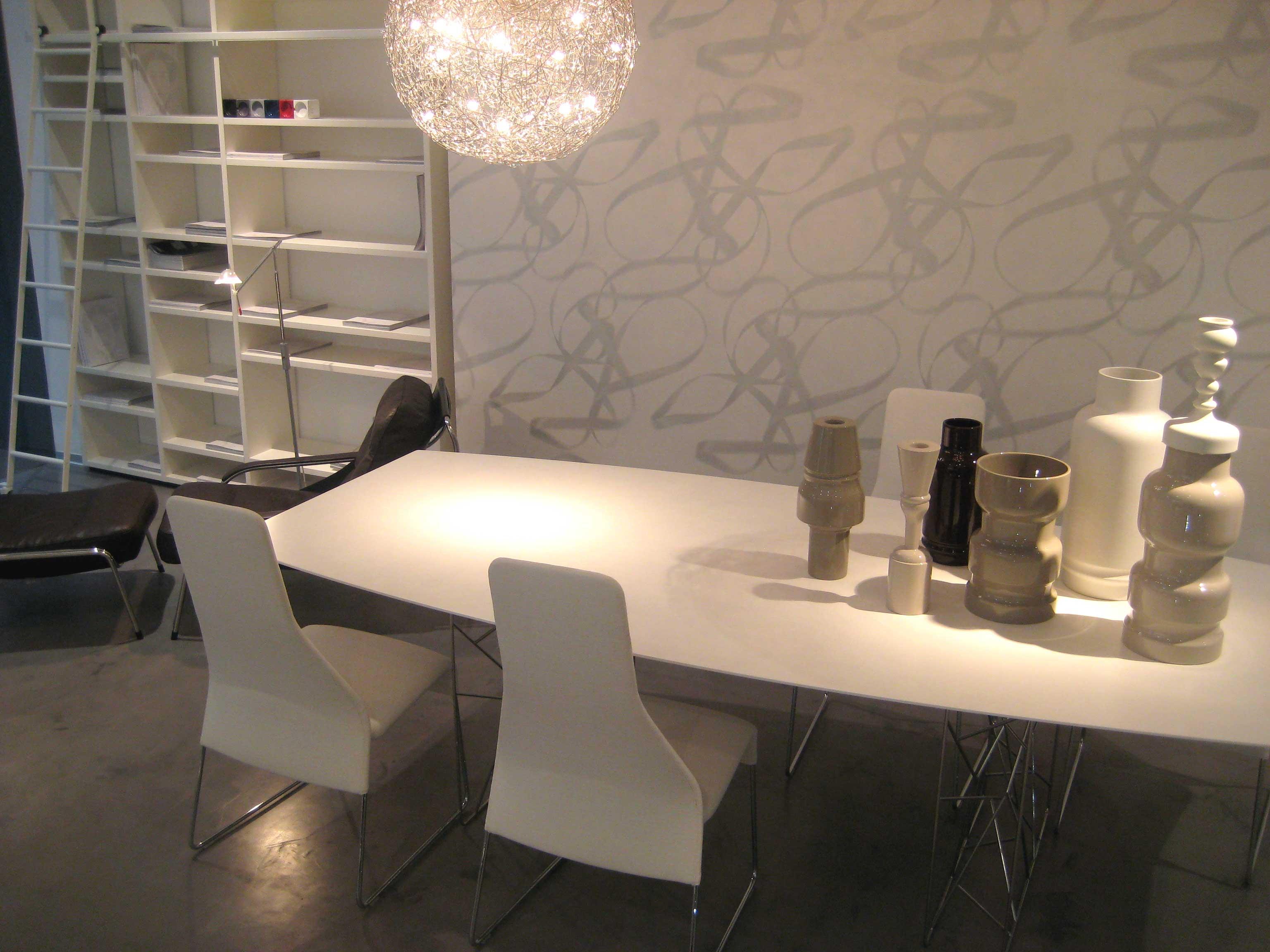 Libreria y mesa con sillas Forma Interiorismo